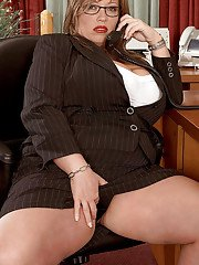 Plump secretary in glasses Savannah Phair toying her twat in the office