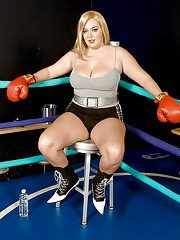 Chubby hottie Daphne Carter loves boxing and fucking hard core in the ring