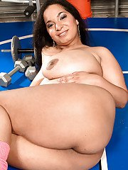 Brunette fatty Camelia Davis exposing her chubby beauty in the gym
