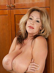 Kandi Coxs mature BBW hooters need being creamed right now
