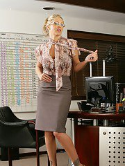 Mature teacher Julia Ann demonstrating her sexy butt in the class