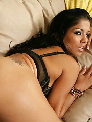 Gorgeous latina wife Alexis Amore pleasing hard cock with her pussy