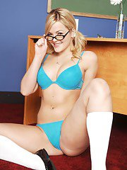 Chubby college girl in glasses Alexis Texas shows her superb butt