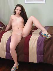 Nasty BBW girl Onna Starr strips and shows small tits and big butt