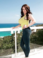 Curvaceous babe Angela White strips big ass out of jeans outdoor