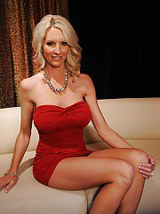 Elegant wife Emma Starr strips shapely juggs from dress and lingerie