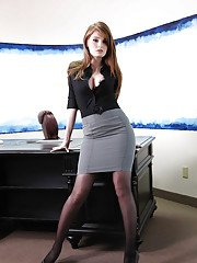 Redhead MILF Faye Reagan is pleasing herself in the office