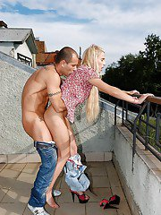 Young blonde meets a stranger to fuck her in the ass outdoor