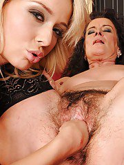 Teen lesbian Kitty Cat is stretching old ladys hairy pussy