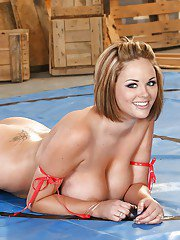 Sport babe with big tits Katie Kox is spreading her hot butt