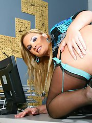 Sexy MILF in stockings Flower Tucci has her fingers in her slutty cunt