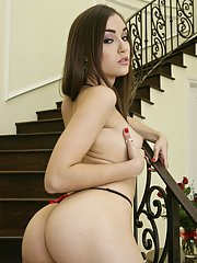 Cute wife with a big ass Sasha Grey showing her naked body
