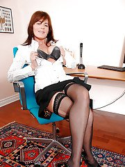 Mature babe Bella Roxxx is fingering her pussy in the office