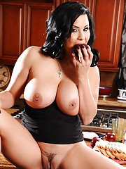 Latin MILF with big boobs Sophia Lomeli shows her sexy butt and pussy