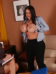 Lesbian MILF babe with big boobs Daphne Rosen has her cunt fingered