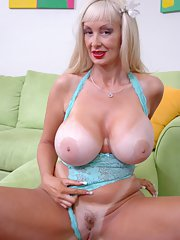 Mature babe with big tits Britney ONeil shows her boobs and pussy