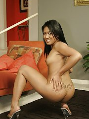 Asian babe with tight booties Yumi and Lylalei posing completely naked