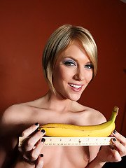 Teen babe Riley Rey strips and plays with toys to show her deep throat