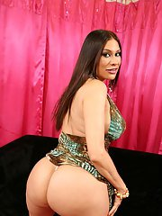 Mature Latina babe Sheila Marie spreading her horny twat