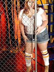 Fat MILF in jean shorts Nikki Cars denudes her marvelous hooters