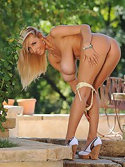 MILF babe with big boobs Sexy Venera shows off her peachy body