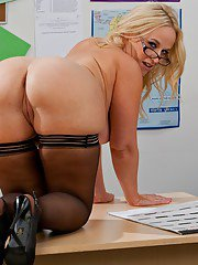Horny milf teacher Dee Siren wears glasses to see shaved pussy better