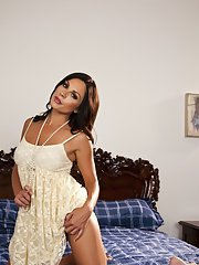 Busty MILF Kirsten Price flashes her eager pussy on the bed