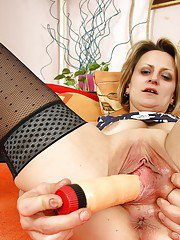 Seductive mature lady getting horny and toying her gloryhole