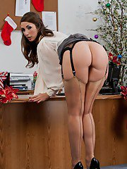Curvaceous MILF in nylon stockings Paige Turnah stripping in the office