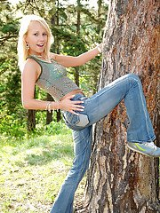 Lusty teen Suzanna exposes her petite tits and lowers her jeans outdoor