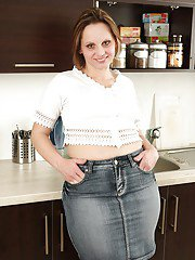 Fatty mature woman exposing her big jugs and unshaven cooter