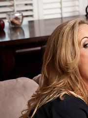 Gorgeous MILF Brandi Love gives a blowjob and gets slammed hardcore