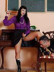 Lusty mature femdom in pantyhose fucking a guy with strapon