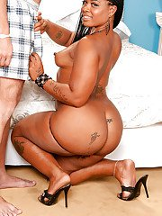 Fatty ebony MILF with big ass Neecie Hardy gets undressed and pounded