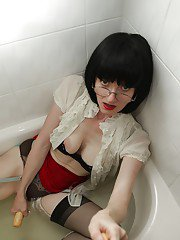 Sexy mature lady taking a bath in her clothes and masturbating her pussy