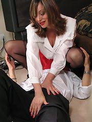 Mature fetish babe face sitting a guy and giving him a lap dance