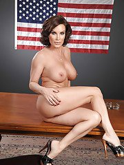 Hot MILF Diamond Foxxx uncovering and showcasing her gorgeous body
