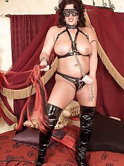 Fatty MILF babe with big tits Slone Ryder wearing fetish panties