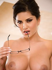 Curvaceous MILF in glasses Sunny Leone stripping off her clothes
