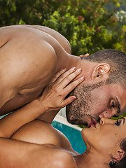 Gorgeous MILF Lisa Ann gets her pussy licked and nailed outdoor
