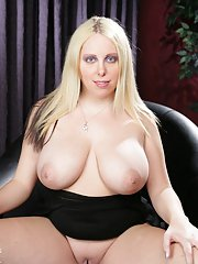 Fatty blonde babe with big tits Crystal Rose fingers spread pussy