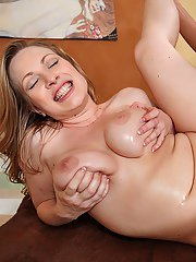 Seductive MILF with massive boobs Vicky Vixen gets fucked in the bath