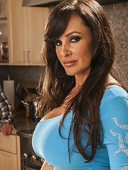 Smoking hot MILF Lisa Ann gives a blowjob and gets screwed hardcore