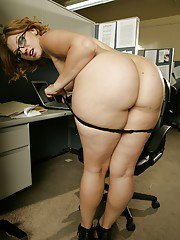 Chubby MILF with ample ass Ava Rose stripping in the office