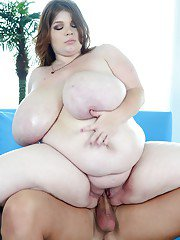 Horny plumper Lexxxi Luxe gives a blowjob and gets drilled hardcore
