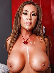 Kianna Dior receives a creamy cumshot on her face after hardcore fucking