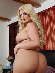 Full-figured blonde with huge ass Julie Cash stripping off her clothes