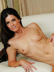 Well-toned MILF India Summer uncovering her graceful curves