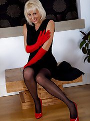 Naughty pantyhose games with sizzling hot leggy blonde mature Jan