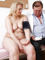 Fatty mature blonde gets her muff stuffed with gyno tools and dildo